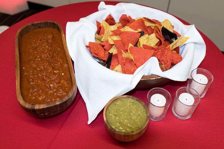 Chips, salsa ad guacamole